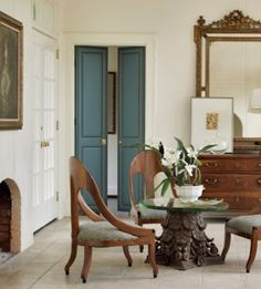 Pleasant Living: THE UPHOLSTERED DOOR