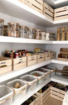 Küche Kitchen Pantry Organization Ideas Tips For Choosing The R Kitchen Pantry Design, Kitchen Island Decor, Kitchen Organization Pantry, Home Decor Kitchen, Kitchen Designs, Home Organization, Home Kitchens, Kitchen Islands, Diy Kitchen