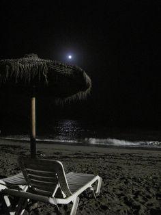 Applis Photo, Fake Photo, Night Scenery, Beach At Night, Ocean Wallpaper, Night Vibes, Dark Paradise, Night Aesthetic, Beautiful Moon