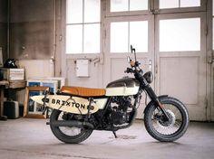 BRIXTON BX 125 SK8 – ein Motorrad mit Skateboardhalter samt Board. Cooler kann man nicht in den Sommer starten! Die BX 125 SK8 trägt nicht nur eine angesagte zweifarbige Sonderlackierung, sondern auch…
