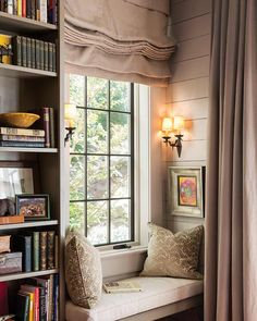 10 Cozy Reading Nooks for Your Fall Mood - The Cottage Journal Balmy autumn evenings make us want to curl up and get lost in a good book. We've put together 10 of the snuggest nooks to put you in the reading mood! Cozy Nook, Cozy Corner, Cozy Reading Corners, Cozy Reading Rooms, Corner Reading Nooks, Reading Room Decor, Home Libraries, Cozy Place, Small Bedrooms