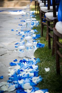 I would like to have blue and white rose petals on the sand down the isle.