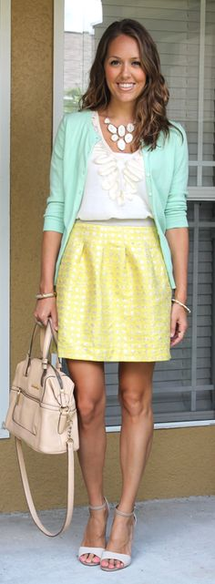 Love these colors together! This link has 12 gorgeous outfits for Easter/spring