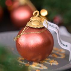 At first glance, the fir tree ball looks deceptively real. The ball consists of white couverture and is colored with food metallic spray. Inside is a marzipan mousse with a delicious plum compote. The perfect dessert for Christmas! Mousse Dessert, Dessert Parfait, Fancy Desserts, Christmas Desserts, Christmas Baking, Christmas Cookies, Indian Desserts, Christmas Pudding, Christmas Balls