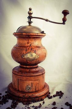 Antique Coffee Grinder, Coffee Grinders, Coffee Cafe, Coffee Drinks, Coffee Is Life, Coffee Lovers, Nut Cheese, Pot Sets, Chocolate Coffee