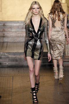 Julien Macdonald   Fall 2016 Ready-to-Wear    19 Black/silver belted long sleeve mini dress