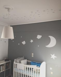 Mural star painted boy's room by Vmixo