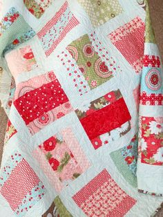 "Quilt made with Charm Packs and Layer Cakes. The site says it is a ""simple"" quilt. Cute Quilts, Scrappy Quilts, Easy Quilts, Quilting Fabric, Fabric Scraps, Quilting Tutorials, Quilting Projects, Quilting Designs, Quilting Ideas"
