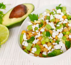 Salată cu avocado și năut Quinoa, Cantaloupe, Avocado, Menu, Vegetarian, Restaurant, Fruit, Photos, Menu Board Design