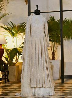 Indian Bridal Outfits, Pakistani Wedding Outfits, Indian Bridal Fashion, Indian Designer Outfits, Designer Dresses, Pakistani Formal Dresses, Indian Gowns Dresses, Fancy Wedding Dresses, Bridal Dresses