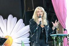 Helena Davidsson #bonnietyler #gaynorsullivan #gaynorhopkins #thequeenbonnietyler #therockingqueen #rockingqueen #music #rock #lottapaliseberg #2013 The Rock, Rock And Roll, Bonnie Tyler, 80s Music, King Queen, Idol, Singer, Beautiful, Musik
