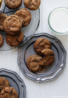 soft and chewy ginger cookies 2 cups all-purpose flour 1 tbsp cocoa powder 2 tsp baking soda 1 tsp ground cinnamon 1/2 tsp ground ginger 1/2 tsp ground cloves 1/4 tsp ground nutmeg 1/2 tsp fine sea salt 3/4 cups (1-1/2 sticks) unsalted butter, melted and cooled to room temperature 1 cup granulated (white) sugar, plus more for rolling 1 tsp fresh ginger, finely minced 1 tsp pure vanilla extract 1 large egg 1/4 cup molasses