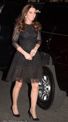 Kate Middleton attends the dinner, hosted by the American Friends of the Royal Foundation of the Duke and Duchess of Cambridge and Prince Harry. Pregnant Kate Middleton wore black dress for NYC dinner on December 2014 in New York City Moda Kate Middleton, Style Kate Middleton, Princesa Kate Middleton, Prince William Et Kate, William Kate, Princess Kate, Duke And Duchess, Duchess Of Cambridge, Duchesse Kate