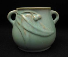 8cm x 11cm SIGNED 1930s MELROSE WARE TWIN HANDLED GUMLEAF VASE AUSTRALIAN POTTERY Shawnee, Vintage Pottery, 1930s, Twin, Objects, Porcelain, Arts And Crafts, Handle, Vase