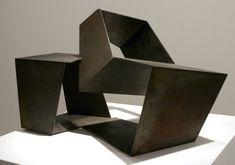 Fiel a su personalidad, Jorge Oteiza (1908-2003) nunca habría permitido que viese la luz un catálogo razonado de su escultura que contribuyera a descifrar o comprender -si es que r