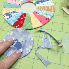 """Bee In My Bonnet: 6"""" round Dresden Plate Tutorial using Sew Simple Shapes"""