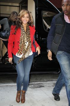 Beyonce Knowles Photos - Mom-to-be, Beyonce, is seen entering an office building wearing a red pea coat and designer boots in New York.  Beyonce was escorted by security guards as she smiled for cameras. - Beyonce Out and About in NYC
