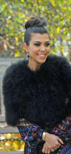 Kourtney Kardashian not a fan but she looks fab! She looks like her mom.