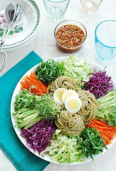 Eating and Living: Jaengban Guksu (Korean Cold Noodles and Vegetables) | eating and living