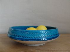 This is for lovers of turquoise - just like an ocean to jump in!    This large bowl is from the legendary Danish pottery Kähler.  It´s probably
