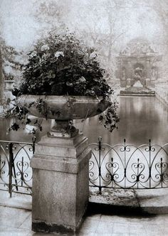photo by Jean Eugene Auguste Atget (1856-1927)
