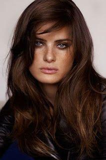 قص غرة الشعر من اللمسات الجذابة التي يمكن أن تضيفيها لشعرك ليزداد إحساسك بالأنوث Dark Chocolate Hair Color Hair Color Chocolate Dark Chocolate Brown Hair Color