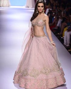 South Indian actress and model Amy Jackson hot picture and wallpaper gallery. Hot hd image gallery of actress Amy Jackson. Indian Dresses, Indian Outfits, Lakme Fashion Week 2015, Indische Sarees, Indian Bridal Lehenga, Bridal Lenghas, Indian Sarees, Pakistani, Pink Lehenga
