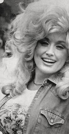 Dolly Parton - love this photo of her