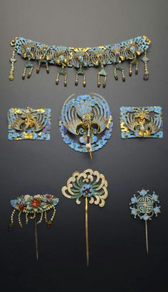 China | Seven gilt metal and Kingfisher feather hair ornaments; three formed as hairpins, decorated with flower designs and bats encircling a shou character, three as plaques, each with a crane in flight upon cloud scrolls, and a band with seven cranes amongst scrolling foliage | Qing Dynasty | 3'400£ ~ sold (May '15)