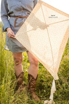 How to Make a Kite by Jo Photo - Style Me Pretty Living Kites For Kids, Diy For Kids, Crafts For Kids, Diy Crafts, Kids Fun, Summer Crafts, Easter Crafts, Homemade Kites, Kites Craft