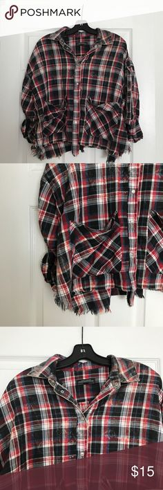 CROPPED VINTAGE LOOKING FLANNEL Workmen 2 times and it's so comfy! Looks great with jeans. It also looks vintage but I purchased it like that. Zara Tops Button Down Shirts