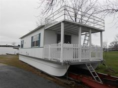 Brand New Houseboat. $39,000. Nice! Wish I lived in Ohio, i'd sell my house and buy one!