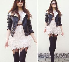 How to Wear Suspender Tights