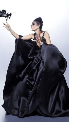 "lesliaisonsdemarieantoinette: ""Grace Elizabeth by Karl Lagerfeld for Harper's Bazaar US October 2017 "" Fashion Show 2016, Runway Fashion, Grace Elizabeth, Armani Prive, Victoria Secret Fashion Show, Black And White Colour, Daily Look, Vanity Fair, Evening Gowns"