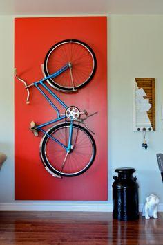 Cadre vélo, très moderne!  (translation - Bicycle frame, very modern)