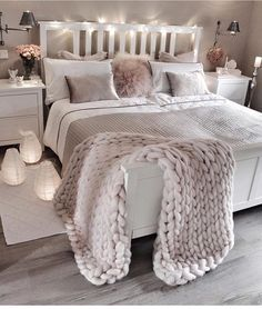 #cozy #bedroom knit blanket || love the lights Aff