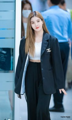 Kpop Fashion, Daily Fashion, Korean Fashion, Airport Fashion, Yuri, Honda, Japanese Girl Group, Airport Style, Kpop Girls