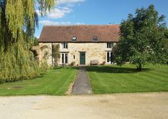 Lambcote Barn | United kingdom Warwickshire England. Near Stratford but a world apart, steeped in ancient peace. A good house for families: a trampoline, lots of garden to explore...