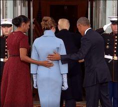 ¿Durante su toma de protesta como presidente de los Estados Unidos, Donald Trumpredujo a su mujer a un simple objeto que lo adorna?