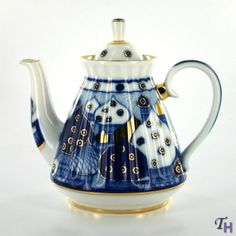 Love the memories of picking out my very own Lomonosov Russian Domes tea set at the Univermag in Volgograd.  With every cup of tea, I remember...