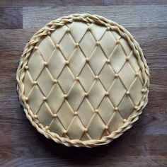Got a million things to do. Makes a pie 🤷🏼♀️ Went on to r… Stressed. Got a million things to do. Makes a pie 🤷🏼♀️ Went on to run a fluted pastry wheel across the surface a few times afterwards. Vodka Pie Crust, Food Design, Beautiful Pie Crusts, Pie Crust Designs, Pie Decoration, Pies Art, Pie Crust Recipes, No Bake Pies, Pie Dessert