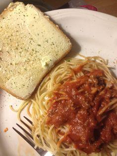 Classic spaghetti and garlic toast