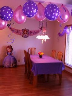 CupcakesandHomeschool: Sophia The First Birthday Party maybe not for her first birthday but this is too cute! Who knows though she does like Sofia!