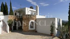 Ref. 122 Charm and tranquility - this is what is transmitted by this house complete with a natural stone tower! http://lasanclas-ibiza.com/en/ibiza/santa-eularia/santa-eulalia/122/charming-house-in-a-quiet-location-with-smashing-views