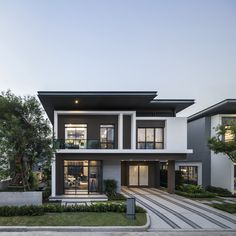 Bangkok Boulevard Rama 9 by SC Asset – Wison Tungthunya & W Workspace 4 Bedroom House Designs, Bungalow House Design, House Front Design, Home Building Design, Home Design Floor Plans, Minimalist House Design, Modern House Design, House Architecture Styles, Architecture Design