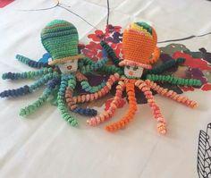 """Deze inktvisjes """" Appeltje """" en """" Mandarijntje """" zijn gemaakt door Elisabeth Deken."""