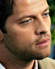 Cas closeup -- I think I'd like to be this close to him.  Scratch that -- I'd LOVE to be this close to him!  ;)