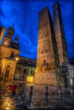 Le Due Torri Garisenda e degli Asinelli - Bologna by Guillaume Leray on 500px