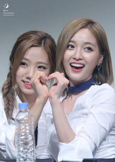 Yeoreum and Xuan Yi