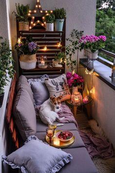 Trendy Small Balcony, Patio, Porch & Backyard Decorating Ideas with Tips Small Balcony Design, Small Balcony Decor, Outdoor Balcony, Outdoor Decor, Balcony Ideas, Small Patio Ideas Townhouse, Small Balcony Garden, Rooftop Garden, Garden Planters